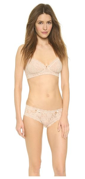 HANKY PANKY glam bra - This stretch-lace bra features a ribbon bow between the...