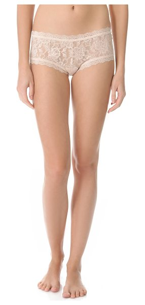 Hanky Panky signature lace boy shorts in chai
