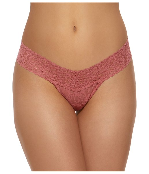 Hanky Panky Signature Lace Low-Rise Thong in light pink