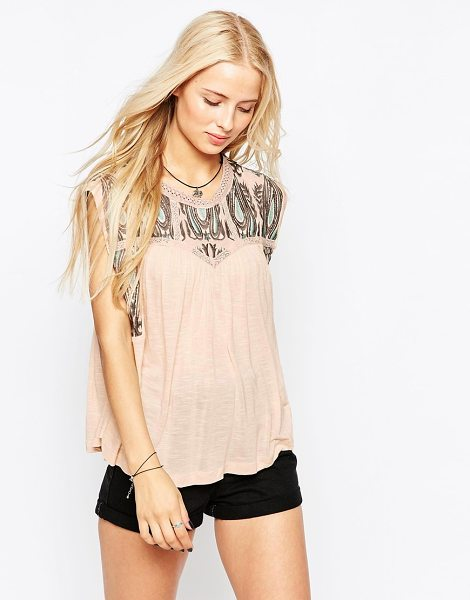 HAZEL Embroidered t-shirt in blush - Top by Hazel Soft-touch slubby jersey Round neckline...