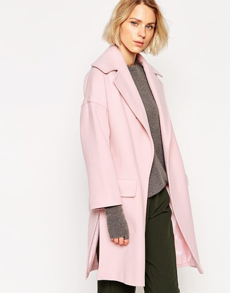 Helene Berman Large collar pink edge to edge coat in pink - Coat by Helene Berman Wool-rich fabric Wide notch lapels...