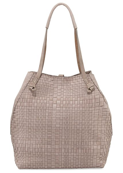 Henry Beguelin Woven double-handle tote bag in light taupe - Henry Beguelin woven leather tote bag. Thin knotted...