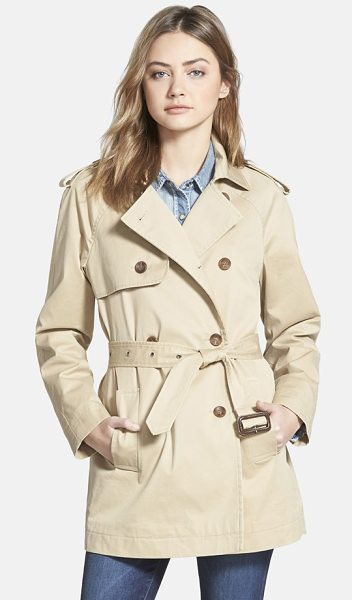 Hinge classic trench coat in tan traverine - A notch-lapel collar, epaulets, a double-breasted front...