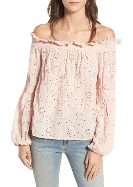 Hinge ruffle off the shoulder top in pink peach - Ruffles along the neckline and pretty eyelets put a...