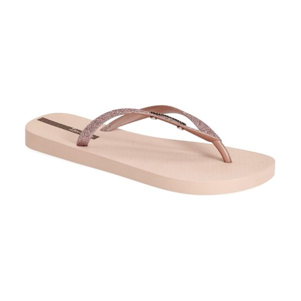 Ipanema glitter flip flop in pink/ rose gold - Effusive glitter lights up the bow-bedecked straps of a...