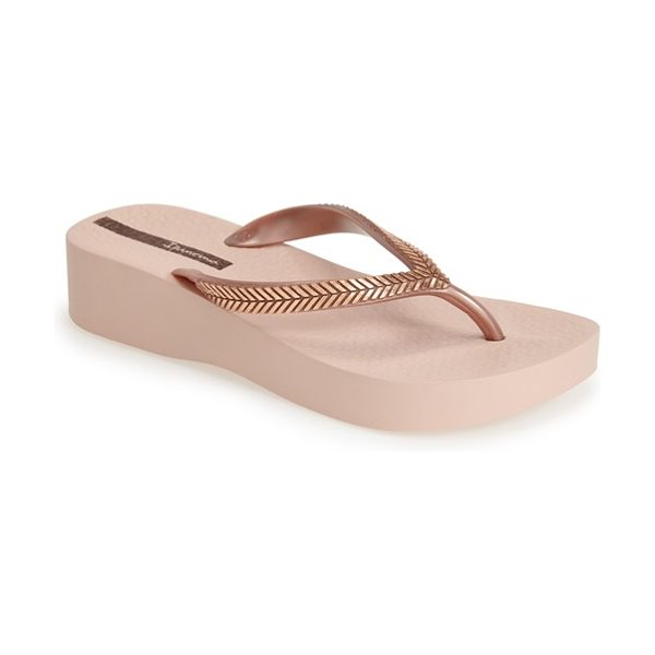Ipanema laurel flip flop in rose gold - Metallic embellishments highlight the sleek strap of a...
