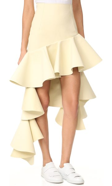 JACQUEMUS tiered skirt in beige - Flounced, asymmetrical ruffles lend a dramatic touch to...