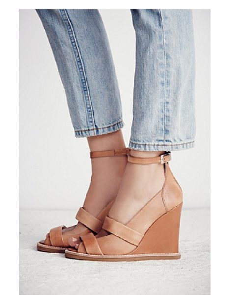 Jeffrey Campbell Dakota wedge in tan leather - Scrumptious suede make up this open toe wedge sandal...