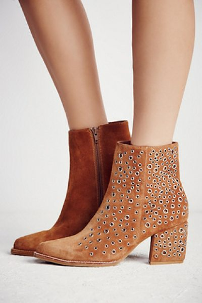 Jeffrey Campbell None in tan / silver - In a western inspired silhouette these heeled suede...