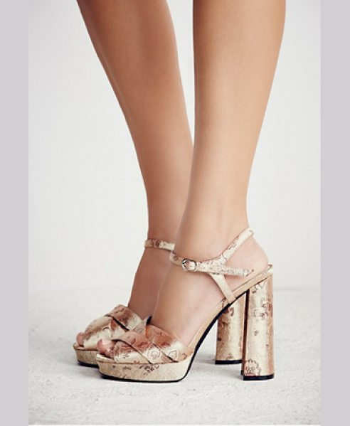 JEFFREY CAMPBELL None in gold tapestry - Vintage-inspired platform heel featuring a crossover...