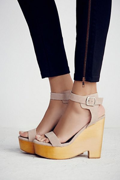 Jeffrey Campbell Full swing platform in taupe suede