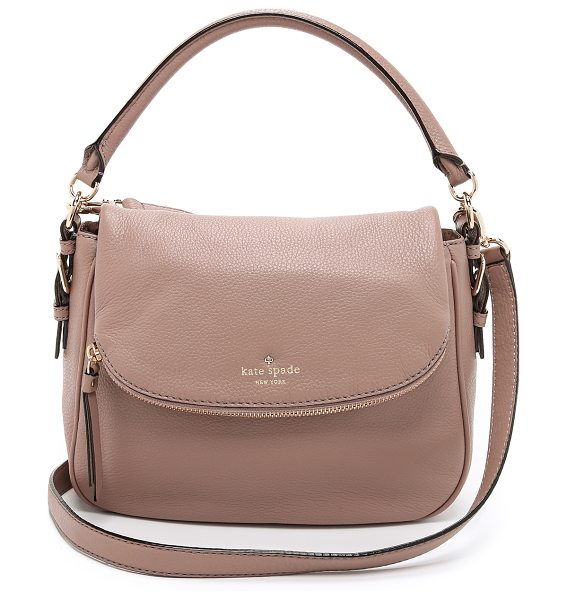 KATE SPADE NEW YORK Small devin cross body bag in warm putty - A Kate Spade New York handbag in pebbled leather. A...