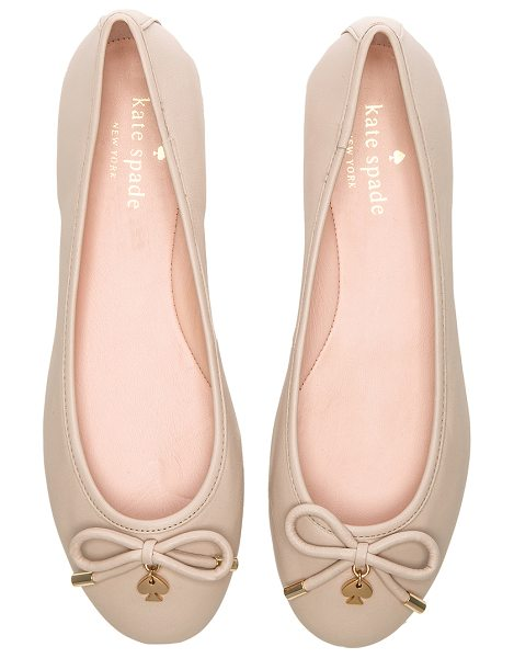 KATE SPADE NEW YORK Willa flat - Leather upper and sole. Front bow detail with charm...