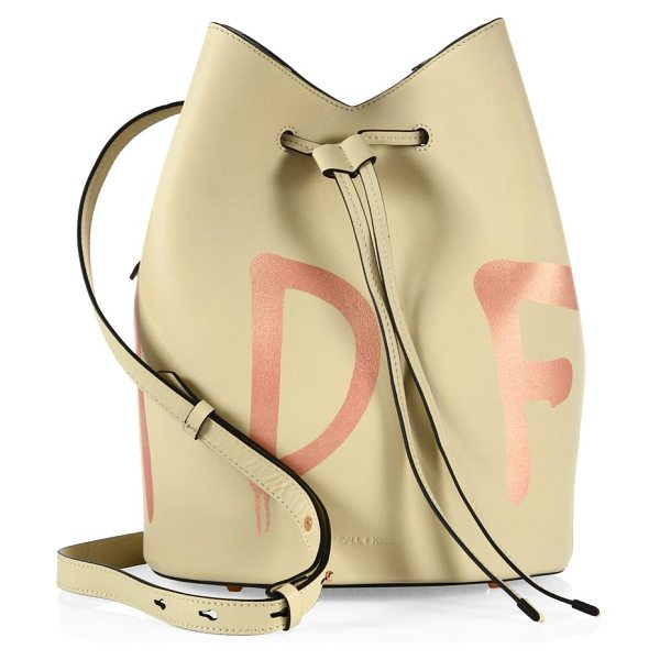KENDALL + KYLIE ladie bucket bag in cream - Chic bag highlighted with contrast alphabet prints....