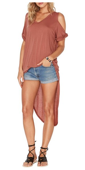 L*SPACE mays high/low cover-up tee in sahara - Slip this light tee-with a dramatic high/low hem and...