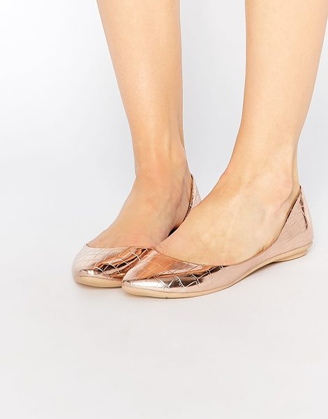 Lost Ink Bea rose gold textured ballerina flat shoes in rose gold - Ballet pumps by Lost Ink. Metallic, leather-look upper...