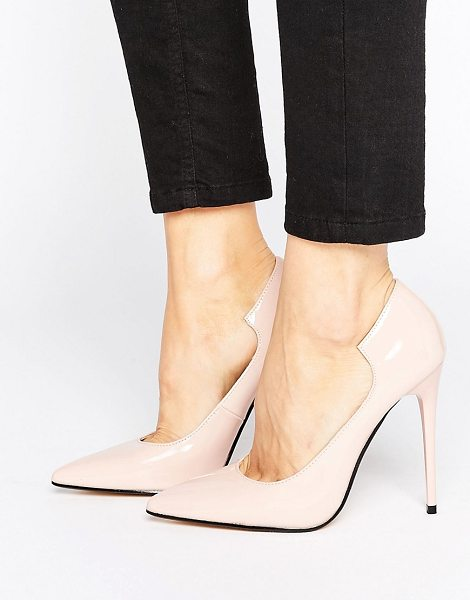 Lost Ink Freya Light Pink Curved Pumps in pink