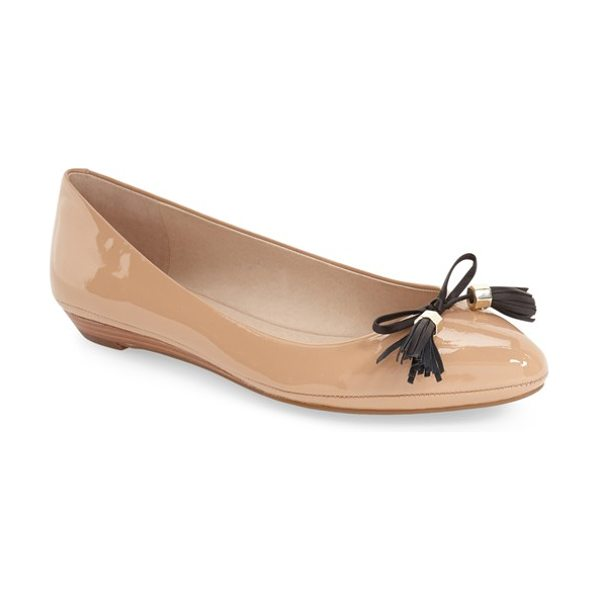 Louise et Cie aradella pointy toe flat in ballet patent/ black leather - Modern sensibility meets classic sophistication in this...