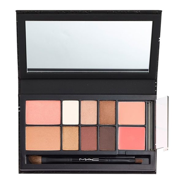 MAC Look in a box in all about beige - MAC Look in a Box All About Beige kit is a thoughtfully...
