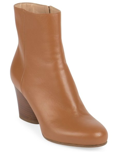 MAISON MARGIELA mid-heel leather booties in brown - Sleek leather ankle boot set on stacked heel. Stacked...