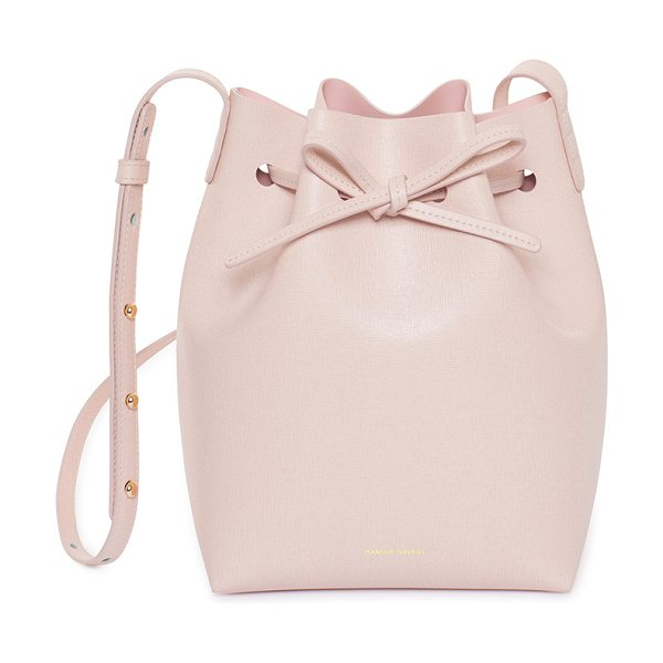 Mansur Gavriel Saffiano Mini Bucket Bag in rosa - Saffiano leather with light pink matte patent leather...