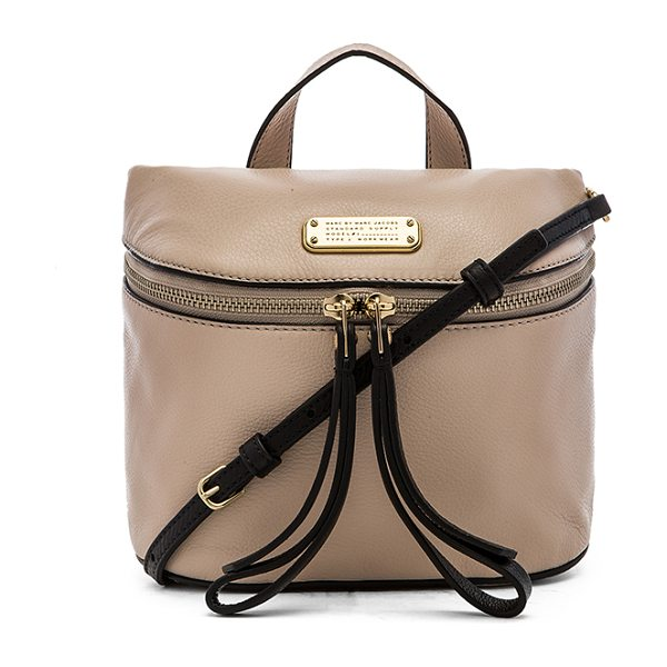 Marc by Marc Jacobs Canteen bag in beige - Leather exterior with cotton fabric lining. Detachable...