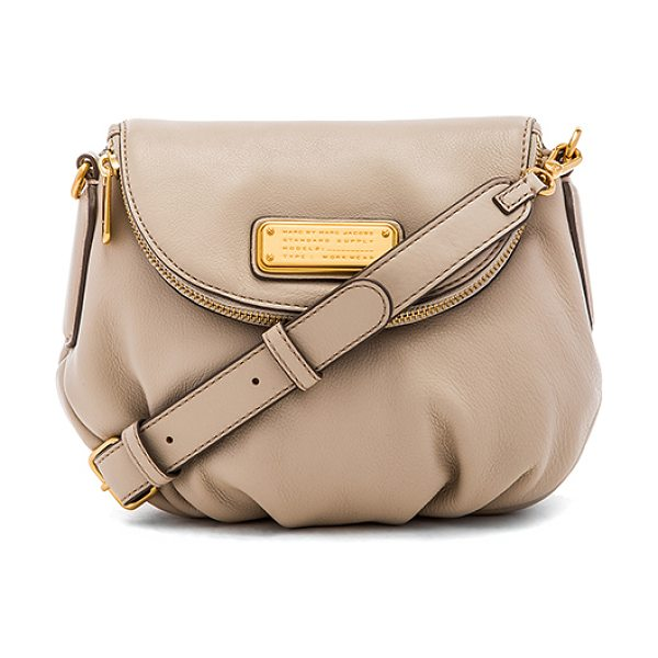 MARC BY MARC JACOBS New q mini natasha crossbody in beige - Leather exterior with cotton fabric lining. Detachable...