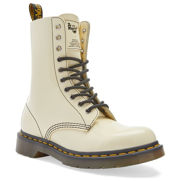 Marc Jacobs dr. martens x  patent leather boots in beige - Glossy patent leather is a sophisticated touch on these...