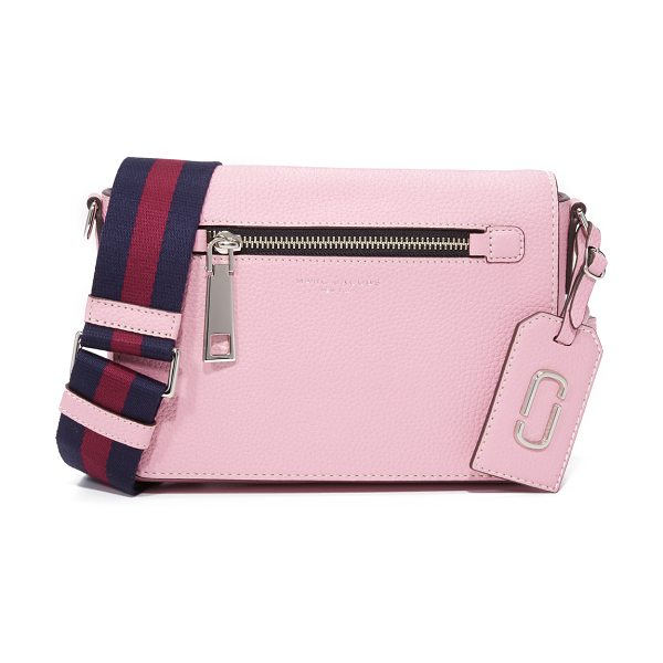 Marc Jacobs Gotham small shoulder bag in pink fleur - A pebbled leather Marc Jacobs bag with a zip front...