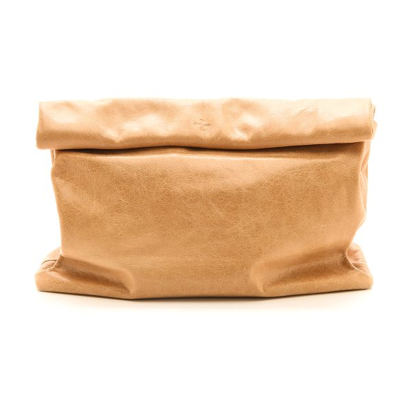 MARIE TURNOR the lunch clutch in tan - This leather Marie Turnor Accessories clutch imitates a...