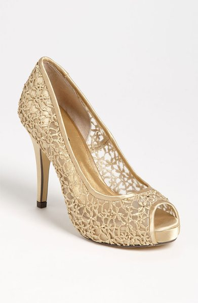 MENBUR 'strass' pump - Diminutive crystals dance amid the femme lacework of a...