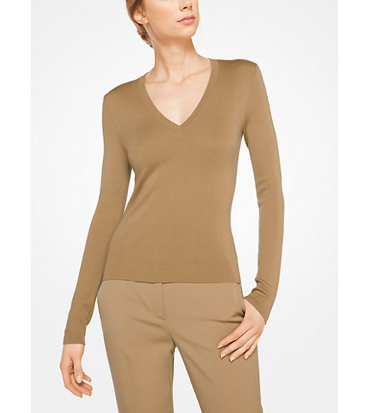 Michael Kors Collection Cashmere V-Neck Pullover in natural - Rendered In Sumptuously Soft Cashmere With A Slim Fit...