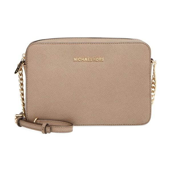 MICHAEL MICHAEL KORS Large jet set east/west saffiano crossbody bag - A slender chain-detailed strap suspends the trim...