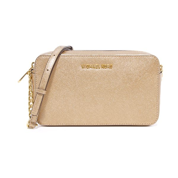 MICHAEL MICHAEL KORS medium jet set cross body bag in pale gold - Polished logo lettering accents the front of this...