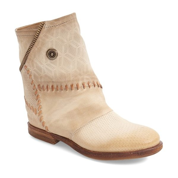 MJUS thompson boot in sand leather - Eye-catching topstitching details an asymmetrical bootie...