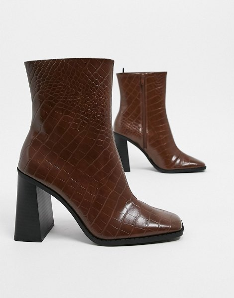Monki robbie faux leather heeled boots in brown croc in brown