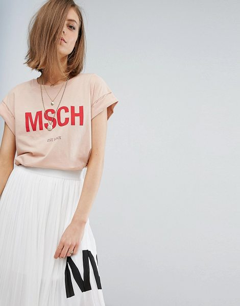 Moss Copenhagen Boyfriend T-Shirt With Front Logo in pink - T-shirt by Moss Copenhagen, Soft-touch cotton jersey,...