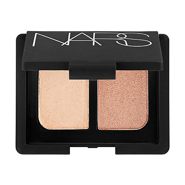 NARS duo eyeshadow silk road 0.14 oz/ 4 g - A mini mirrored compact featuring two crease-proof NARS...