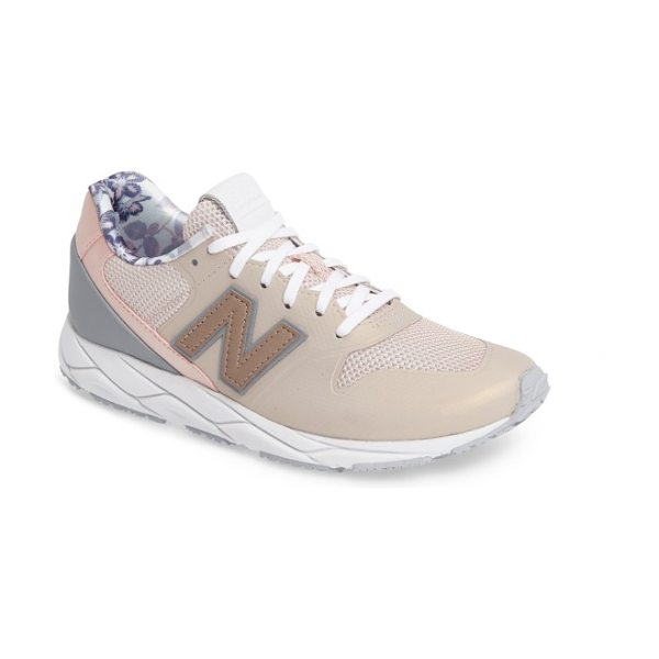 New Balance sporty style 420 sneaker in pink sandstone - An iconic silhouette from New Balance gets a modern...