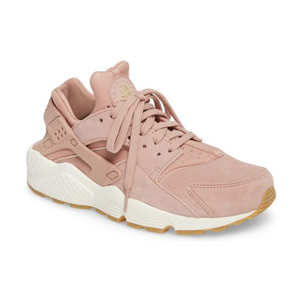Nike air huarache run sd sneaker in particle pink/ mushroom/ sail - Throw it back to the '90s in this techy,...