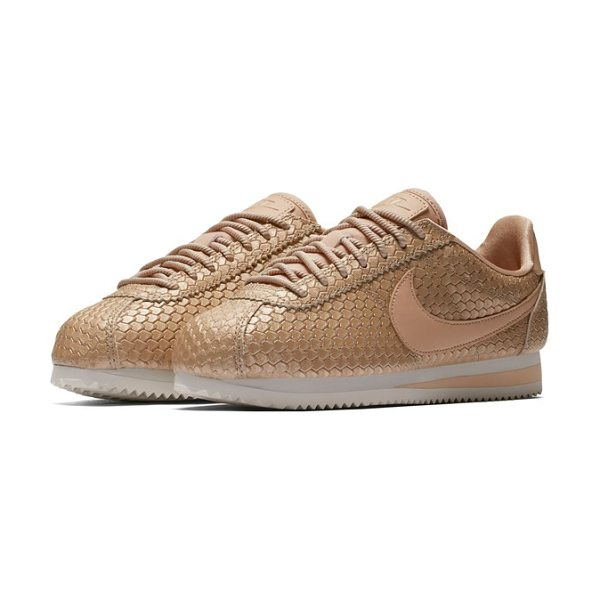 Nike classic cortez se sneaker in blur/ bio beige/ light brown - With a running pedigree tracing back to 1972, Nike's...