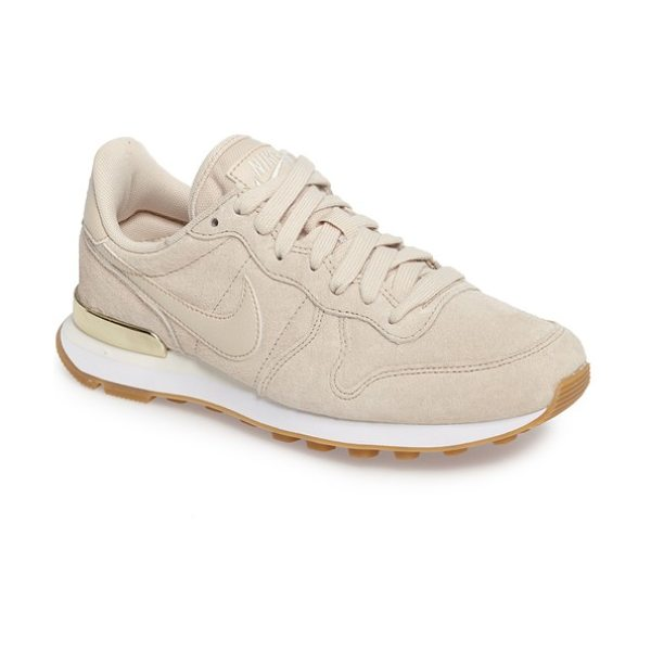Nike internationalist sd sneaker in oatmeal/ oatmeal - Tonal styling and an athletic, retro-inspired profile...