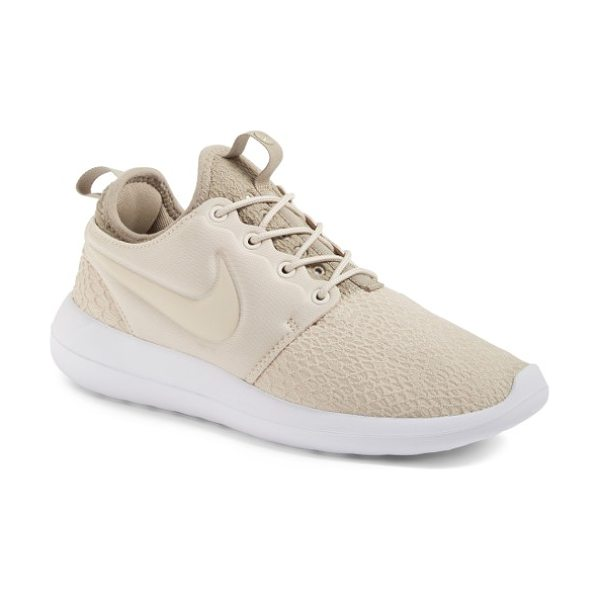 Nike roshe two se sneaker in oatmeal/ oatmeal/ khaki/ white - The epitome of streamlined simplicity, an...