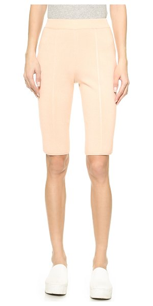 O'2ND Danny bermuda shorts in blush - These fitted O'2nd bermuda shorts have curved seams and...