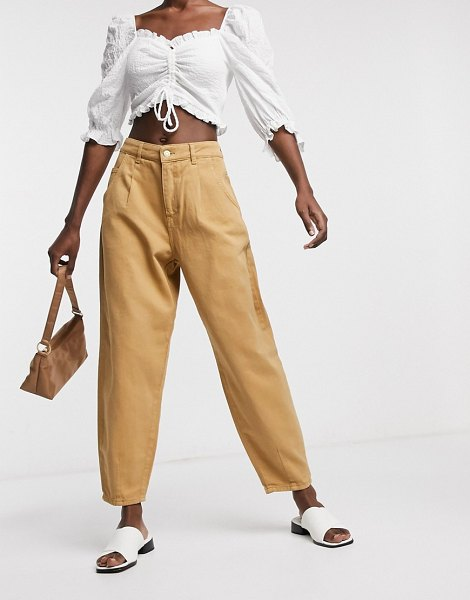 Only balloon fit jeans in brown in brown