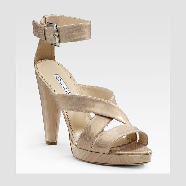 Oscar de la Renta Patent sandals in lightgold