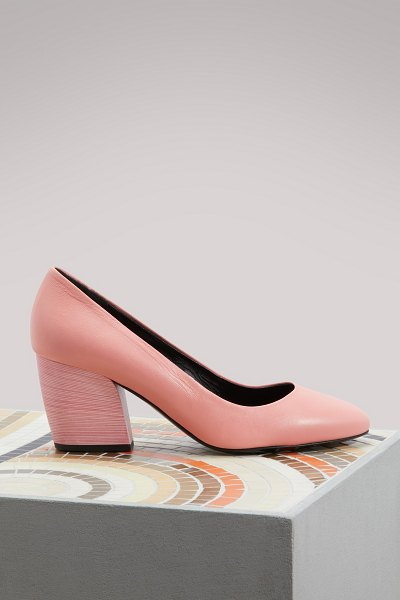 Pierre Hardy Calamity leather pumps in pink - Since founding his label in 1999, Pierre Hardy has...