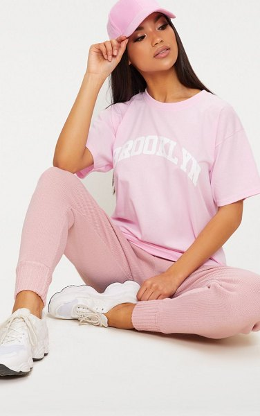 PrettyLittleThing brooklyn slogan oversized t shirt in pink