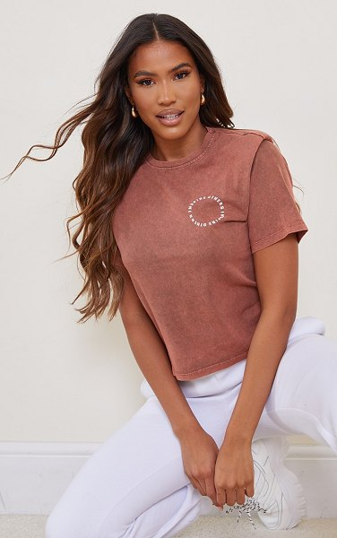 PrettyLittleThing inspire others shoulder pad printed washed t shirt in chocolate