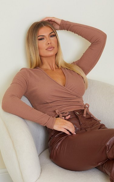 PrettyLittleThing textured rib ruched waist long sleeve crop top in brown